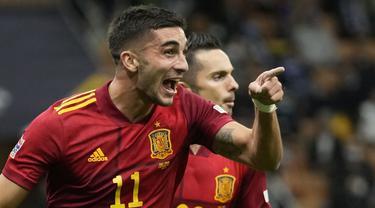 Timnas Spanyol sukses hentikan rekor 37 laga tak terkalahkan Italia di babak semifinal UEFA National League 2021. Sepasang gol kemenangan Skuat Matador dicetak oleh Ferran Torres. (AP/Antonio Calanni)