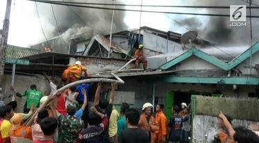 Belasan rumah di pemukiman padat di Jalan Sedap Malam, Senen Jakarta Pusat hangus terbakar.