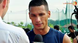 Raphael Guillerm Eduardo Maitimo berikan keterangan terhadap media, usai latihan di Lapangan Inspen, Putrajaya. Malaysia.