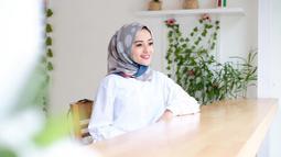 Terdapat tiga jenis usaha yang dijalankan Citra Monica di Bandung. Ketiga usahanya itu adalah toko hijab, butik dan juga studio pemasangan bulu mata palsu. Tak heran Citra Monica paham dengan konsep modis yang membuatnya tampil menawan di berbagai kesempatan. (Liputan6.com/Instagram/@citra_monica)