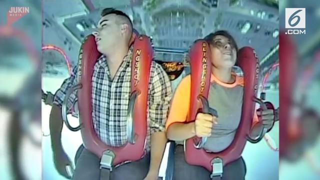 Seorang pria hilang kesadaran saat menaiki wahana permainan ekstrem slingshot. Ia pingsan tidak hanya sekali tapi empat kali.