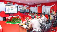 Kakorlantas Polri Irjen Pol Istiono mendampingi Wakapolri Komjen Pol Gatot Eddy Pramono bersama Kabaharkam Polri Komjen Pol Agus Andrianto memantau kondisi lalu lintas di Cikopo, Jawa Barat. (Istimewa)