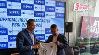 Konferensi pers kerja sama PSSI dan Mola TV untuk menayangkan seluruh pertandingan Timnas Indoensia di Garuda Store, SUGBK, Selasa (3/9/2019). (Bola.com/Muhammad Adiyaksa).