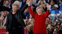 Hillary Clinton mendapatkan dukungan dari sederet artis ternama Hollywood, membuatnya diperkirakan menang (foto: Reuters)