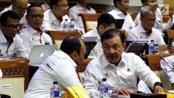 Kepala BIN Budi Gunawan mengikuti rapat kerja bersama Komisi I DPR di Kompleks Parlemen, Senayan, Jakarta, Rabu (24/10). Rapat membahas penyesuaian RKA K/L Tahun 2019 sesuai hasil pembahasan dari Badan Anggaran DPR. (Liputan6.com/Johan Tallo)