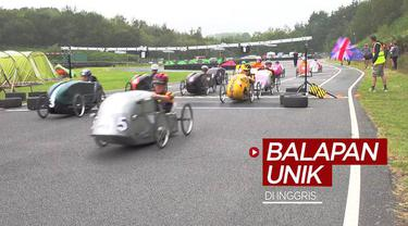 Berita video balapan mobil unik yang dijalankan dengan cara dikayuh seperti sepeda, dan setiap tim harus menempuh jarak total 160 kilometer digelar di Inggris.