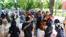 Sejumlah mahasiswa melakukan registrasi untuk mengikuti acara EMTEK Goes To Campus (EGTC) 2017 di Universitas Negeri Semarang, Jawa Tengah, Rabu (5/4). Tahun ini, EMTEK kembali menggelar acara EGTC di 5 kota besar. (Liputan6.com/Yoppy Renato)