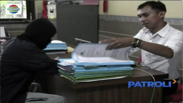 Kepala sekolah sebuah SMP di Malang, Jawa Timur, diamankan polisi karena cabuli enam siswinya.
