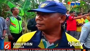 Kebakaran hebat terjadi di kantor kontraktor dan kedai di Jalan Rungkut Surabaya.