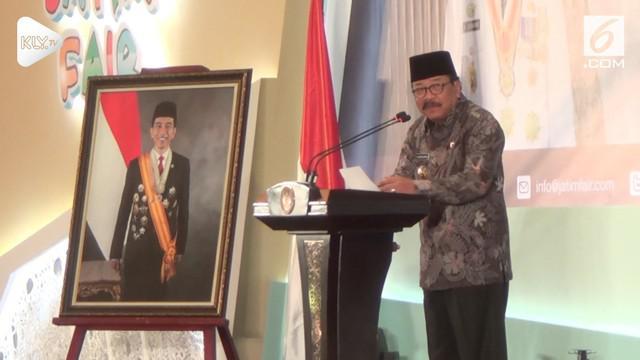 Gubernur Jawa Timur Soekarwo menunggu hasil pemeriksaan Komisi Pemberantasan Korupsi (KPK) mengenai penanganan Bupati Malang Rendra Kresna, sebelum mengambil langkah untuk kepentingan pemerintahan.