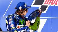 Pebalap Movistar Yamaha, Valentino Rossi, semakin menjauhi rekan setimnya, Jorge Lorenzo, di klasemen MotoGP 2016 setelah finis kedua di Phillip Island, Australia, Minggu (23/10/2016). (VR46 Official)