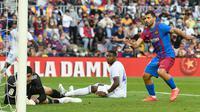 Barcelona berhasil mencetak gol hiburan untuk mengubah skor menjadi 1-2 pada menit ke-90+7 lewat aksi Sergio Aguero usai meneruskan umpan tarik Sergino Dest. Skor 1-2 bertahan hingga laga usai. (AFP/Josep Lago)