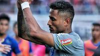 Striker asing Persib, Wander Luiz, usai menjalani laga melawan Arema FC di pentas Shopee Liga 1 2020 (Bola.com/Iwan Setiawan)