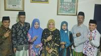 Ida Fauziah bersilaturahmi dengan Pengasuh Ponpes al Mubarok, KH Zakaria Anshor (Tim Media Ida Fauziah)