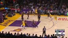 LeBron James memanas untuk 28 poin, 9 rebound, dan 12 assist saat Lakers mengalahkan Heat, 108-105.