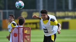 Pemain Borussia Dortmund, Jadon Sancho, saat menjalani sesi latihan di Dortmund Bracker Training Ground, Dortmund, Selasa (4/8/2020). Skuat Borussia Dortmund mulai jalani sesi latihan pramusim kompetisi Bundesliga 2020/2021. (AFP/Ina Fassbender)