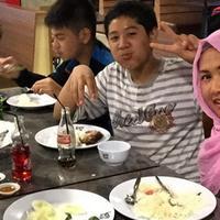Rumah tangga Donny Kesuma dan Yuni Indriyati yang dibina selama 18 tahun harus berakhir. Dalam sidang yang digelar di Pengadilan Agama Bekasi, Senin (9/10/2017) mengabulkan gugatan cerai Yuni terhadap suaminya. (Instagram/yuniindriyati79)