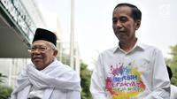 Bakal calon presiden Joko Widodo atau Jokowi (kanan) dan KH Ma'ruf Amin (kiri) saat tiba di RSPAD Gatot Subroto, Jakarta, Minggu (12/8). Jokowi mengenakan kemeja unik bertuliskan 'Bersih, Merakyat, Kerja Nyata'. (Merdeka.com/Iqbal Nugroho)