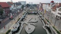 Suasana kawasan pedestrian Kali Besar, Kota Tua, Jakarta Barat, Rabu (11/7). Proyek revitalisasi Kali Besar itu telah diresmikan dan dibuka untuk umum oleh Wakil Gubernur Sandiaga Uno akhir pekan lalu. (Liputan6.com/Arya Manggala)