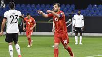 Striker Makedonia Utara, Goran Pandev melakukan selebrasi usai mencetak gol pertama Makedonia Utara ke gawang Jerman dalam laga lanjutan Kualifikasi Piala Dunia 2022 Zona Eropa Grup J di Duisburg, Jerman, Rabu (31/3/2021). Makedonia Utara mengalahkan Jerman 2-1. (AP/Martin Meissner)