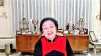 Ketua Umum PDIP Megawati Soekarnoputri saat menerima penghargaan dari MURI. (Sumber: dokumentasi PDIP).