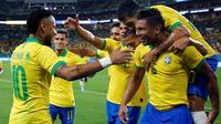 Neymar mencetak satu gol plus satu assist saat Timnas Brasil ditahan 2-2 Kolombia pada laga uji coba di Hard Rock Stadium, Miami, Florida, Sabtu (7/9/2019). (AFP/RHONA WISE)