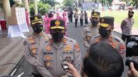 Kapolda Sulut Irjen Pol Nana Sudjana memberikan keterangan terkait kematian Wakil Bupati Sangihe.