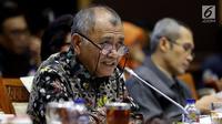 Ketua KPK Agus Rahardjo memberi penjelasan saat rapat dengar pendapat (RDP) dengan Komisi III DPR di Jakarta, Rabu (3/10). Rapat membahas pengawasan KPK di bidang pencegahan korupsi. (Liputan6.com/JohanTallo)