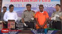 Kapolres Probolinggo, AKBP Fadly Samad bersama tersangka (TIMES Indonesia/Dicko)