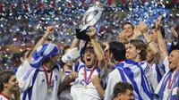 Timnas Yunani saat merayakan gelar juara Piala Eropa 2004. (AFP/Soriano)