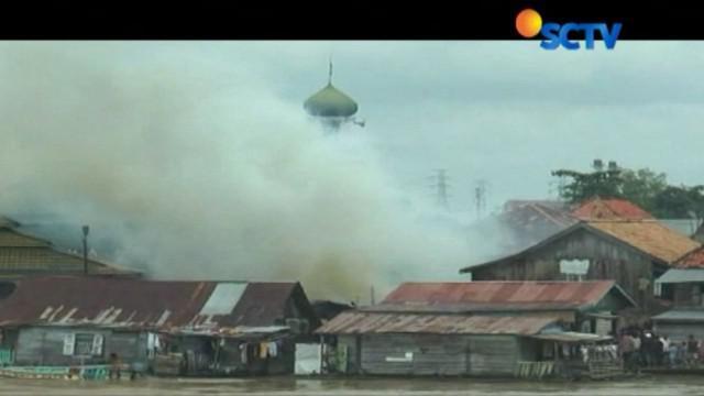 Diduga kebakaran ini berasal dari sebuah kompor yang ditinggal pemiliknya saat sedang memasak.