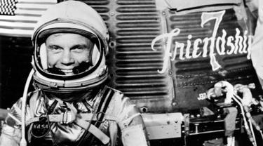 John Glenn, warga AS pertama yang mengorbit Bumi, meninggal dunia pada Kamis (8/12) dalam usia 95 tahun. Glenn juga tercatat sebagai warga lanjut usia pertama yang melakukan perjalanan ke luar angkasa. (Courtesy NASA/Handout via REUTERS)