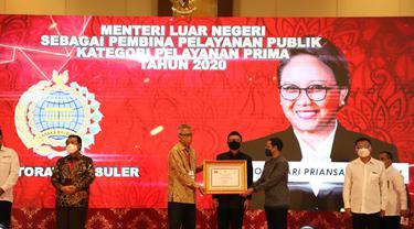 Kementerian Luar Negeri Indonesia dan Menlu RI Retno Marsudi meraih penghargaan dari KemenPAN RB.