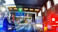 Viral, Motor Polisi Serobot Masuk Pintu Tol Senayan
