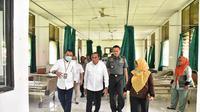 Edy meninjau dua rumah sakit yang disiapkan sebagai pusat cadangan evakuasi pasien suspect corona COVID-19.