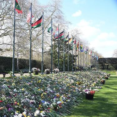 6 Potret Kastil Windsor Banjir Karangan Bunga, Penghormatan untuk Pangeran Philip
