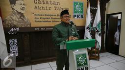 Ketua Umum PKB, Muhaimin Iskandar memberikan catatan akhir tahun di Kantor DPP PKB, Jakarta, (28/12). Dalam kesempatan itu PKB menyampaikan refleksi kebijakan ekonomi 2015 dan proyeksi ekonomi 2016 pemerintahan Jokowi-JK. (Liputan6.com/Faizal Fanani)