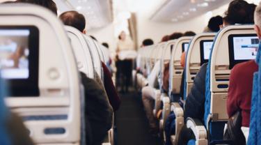 Penumpang Pesawat Dilakban di Kursi Usai Lecehkan Pramugari, Maskapai Malah Jatuhkan Skors