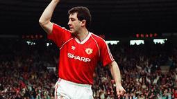 1. Ralph Milne, didatangkan Sir Alex Ferguson dari Bristol City. Dinobatkan sebagai bintang baru Setan Merah, namun ternyata kariernya redup dimana pria Skotlandia ini hanya bermain sebanyak 30 kali dalam dua musim. (manchestereveningnews.co.uk)