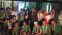 Timnas Indonesia U-16 disambut Deputi Pembudayaan Olahraga Kemenpora, Raden Isnanta, dan Sekjen PSSI, Ratu Tisha Destria, di Bandar Udara Internasional Soekarno-Hatta, Selasa (2/10/2018). (Istimewa)