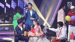 Penampilan Natasha Wilona dan Aliando Syarief dalam drama musikal Siapa Takut Jatuh Cinta pada ajang SCTV Awards 2017 di Jakarta, Rabu (29/11). Dalam beberapa tahun terakhir, SCTV memang sudah biasa menampilkan drama musikal (Liputan6.com/Herman Zakharia)