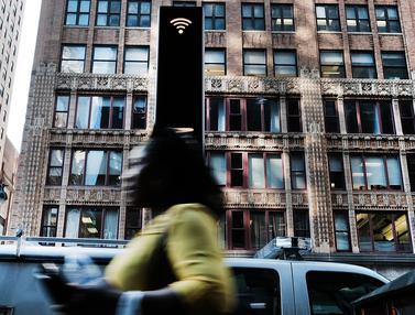 20160824-Telepon Umum di New York Disulap Jadi Portal Wi-Fi Supercepat-Manhattan