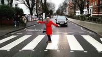 Dari sekian belas album The Beatles, satu diantaranya bertajuk Abbey Road yang berisi 10 lagu.