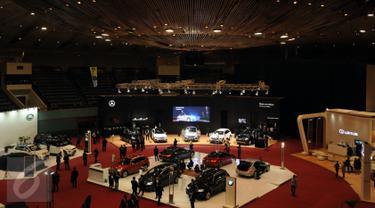 Puluhan mobil mewah dipamerkan dalam Jakarta Auto Show 2015 yang digelar di Jakarta Convention Centre, Rabu (28/10/2015). Jakarta Auto Show 2015 berlangsung pada 28 Oktober hingga 1 November 2015. (Liputan6.com/Helmi Fithriansyah)