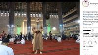 Ujung Oppa, seorang mualaf Korea, melaksanakan salat Jumat di Masjid Istiqlal (Instagram/Hwangwoojong).