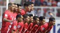 Para pemain Persija Jakarta foto bersama sebelum melawan Becamex Binh Duong pada laga Piala AFC di SUGBK, Jakarta, Selasa (26/2). Kedua klub bermain imbang 0-0. (Bola.com/M. Iqbal Ichsan)