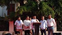 Juru Bicara BPN Dahnil Anzar Simanjuntak menggelar konferensi pers di kediaman Prabowo Subianto, Jakarta. (Liputan6.com/Ady Angrahadi)