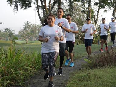 Peserta mengikuti lari pada rangkaian Semen Indonesia Trail Run 2018 di Yogyakarta, Minggu (23/9). Kegiatan yang bertajuk Road to Semen Indonesia Trail Run diikuti 75 pelari dari berbagai komunitas. (Liputan6.com/HO/Eko)