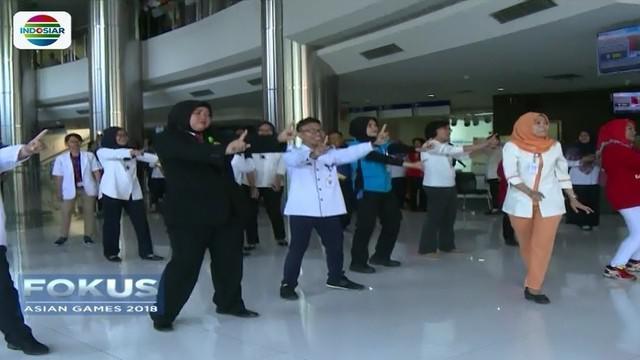 Pegawai Rumah Sakit Cipto Mangusnkusumo (RSCM) Jakarta menggelar flashmob, guna mengapresiasi atlet yang berjuang di Asian Games 2018. Seperti apa keseruannya?