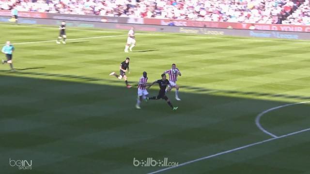 Berita video tendangan keras Roberto Firmino buat Liverpool menang atas Stoke City. This video presented by BallBall.